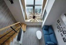 35平loft小公寓木地板上墙,烟花般灿烂的吊灯吸引目光-三思生活网