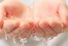 清水洗脸的好处和坏处-三思生活网