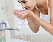 洗面奶能摸到发际线-三思生活网