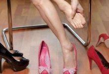 怎么样穿高跟鞋不磨脚?-三思生活网