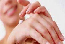 手脚裂口是什么原因-三思生活网