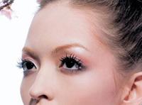 粉色系妆容怎么画 注意腮红要自然-三思生活网