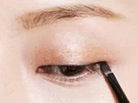 素眼眼妆化妆步骤 眼影打底眼线拉长-三思生活网