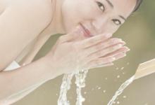 盐水洗脸有什么作用 清除污垢明眼去黑头-三思生活网
