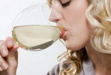 打玻尿酸后可以喝酒吗 喝酒会怎么样-三思生活网