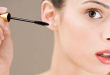 睫毛膏干了怎么办 睫毛膏使用时间是多久-三思生活网