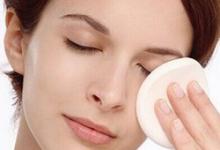 卸眼妆的正确方法 卸眼妆卸妆液会伤害眼球吗-三思生活网