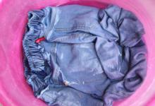 在清洗牛仔裤的时候应该注意什么 染到其它衣服上怎么办-三思生活网