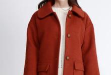 砖红色衣服配什么颜色裤子 砖红色大衣搭配什么颜色围巾-三思生活网