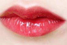 ysl唇釉怎么涂出玻璃唇 ysl唇釉的搭配技巧-三思生活网