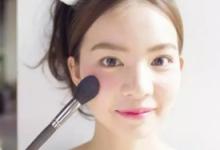 烘焙定妆法的方法步骤 海绵蛋散粉不可少-三思生活网