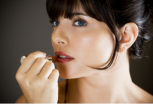 口红过敏有什么症状 怎么测试口红是否过敏-三思生活网