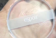 艾丝珀硅胶粉扑真假对比图 硅胶粉扑要撕掉薄膜吗-三思生活网