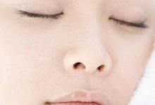 遮瑕膏能遮住雀斑吗 遮瑕膏和粉饼的区别-三思生活网