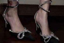 高跟鞋磨脚后跟怎么办-三思生活网