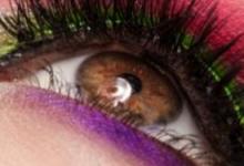学生眼影应该怎么画图解 学生简单自然眼妆教程-三思生活网