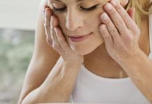 洗脸后可以不擦自然干吗  用纸巾还是毛巾擦好-三思生活网