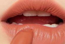 嘴唇干燥是什么原因 怎么办-三思生活网