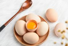 煮鸡蛋冷水下锅还是热水 煮鸡蛋是冷水还是热水下锅-三思生活网