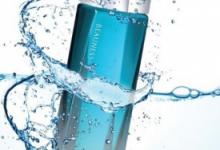 化妆水透明的好还是有颜色的好  能保湿吗-三思生活网