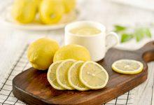 柠檬泡水喝有什么作用与功效 柠檬泡水喝的好处-三思生活网