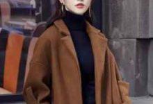焦糖色大衣搭配图片 配什么围巾好看-三思生活网