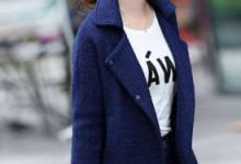 藏蓝色大衣配什么内搭好看 配什么颜色围巾-三思生活网